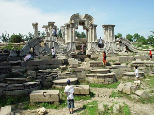 Broken Stone Pillar : Broken stone pillars ruins of yuanmingyuan old summer