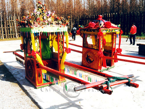 Traditionally, four sedan-chair bearers convey the bride to her groom's house.