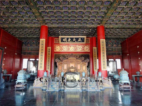 "Inside the Palace of Heavenly Purity, there is a throne of emperor, over which hangs a board bearing four Chinese characters ""Zheng Da Guang Ming"" on it."