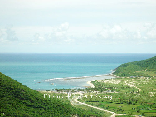 The Asian Dragon Bay, with blue sea, azure sky and verdant trees, is called 'natural outdoor bathing place'.