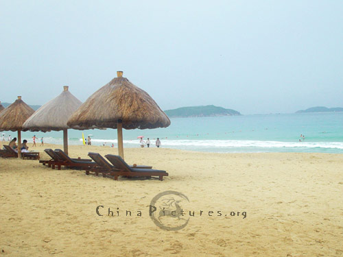 Enjoy the sea under mushroonlike summerhouse on the beach, Sanya