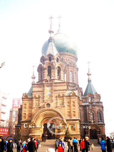 The St.Sophia Orthodox Church, among many Orthodox churches in Harbin,is the most impressive and imposing with its typical Byzantinesque structure.
