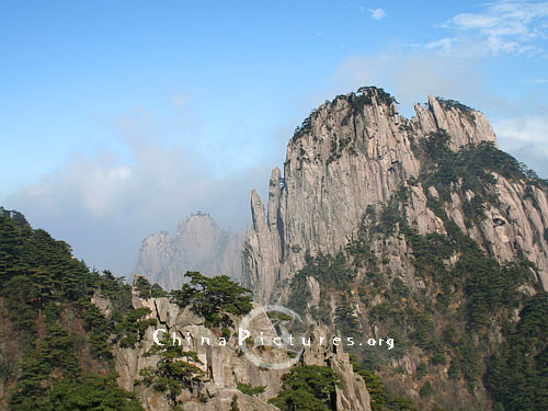 The peculiar Lotus Flower Peak is the highest peak of Mt.Huangshan, 1,860 meters tall above sea level.