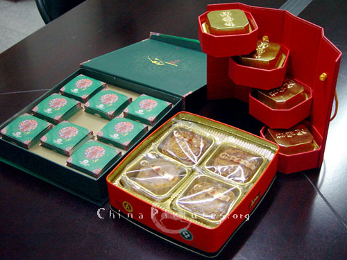 Mooncake now is the best gift for friends and relatives when the Moon Festival.