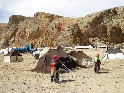 Many Tibetans live as nomads and live in a maikhan or tent. This is so & The Maikhan - a Tibetan Tent - China Pictures