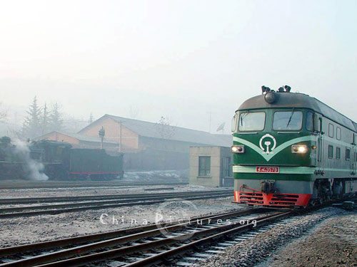 This is the more typical diesel engine to be seen on China's railways today.