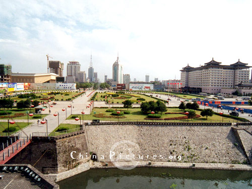 A panoramic view of the Southern Gate Square from the top of the Xi'an City Wall