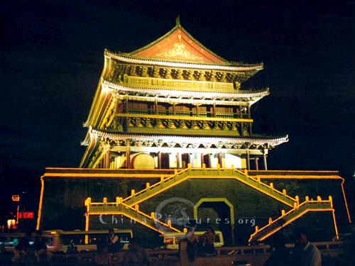 To the northwest of the Bell Tower, across from the Bell Tower and Drum Tower Square, located the Drum Tower.