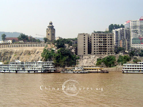 Located on the northern bank of the Yangtze River, and with the construction of the Three Gorges Project, Wanxian City will be a major immigrant development area.