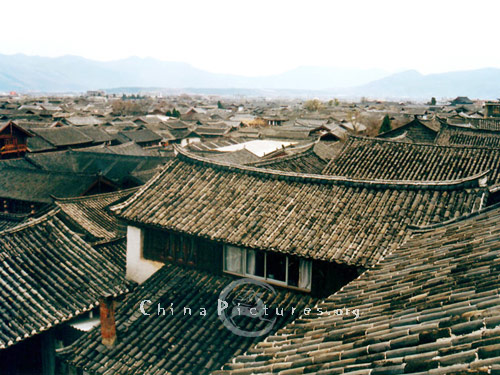 A bird's eye view of Lijiang old town